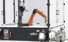 KR AGILUS 在 WKT 塑料技术有限公司为螺纹栓涂胶