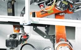 KUKA KR 16机器人助Erhardt + Abt实现后桥驱动轴涂漆的自动化