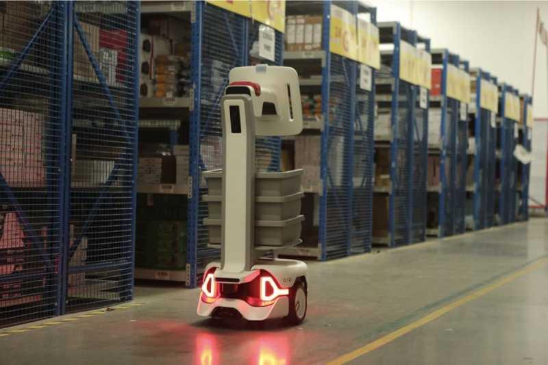 Syrius炬星开发的用于轻量货物搬运的自主移动机器人(AMR)