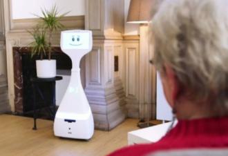 陪伴机器人Cutii提升老人生活质量与居家安全